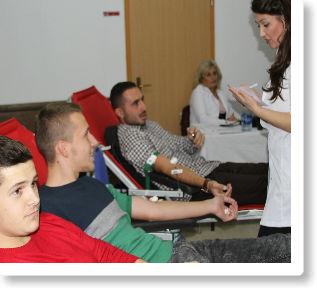 """Numër i madh i dhuruesve vullnetarë të gjakut në Kolegjin """"Pjetër Budi"""""""