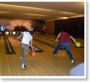 Studentët në turnirin e bowling-ut