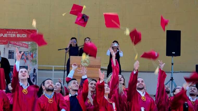 U organizua Ceremonia e diplomimit të studentëve për vitin akademik 2017/2018
